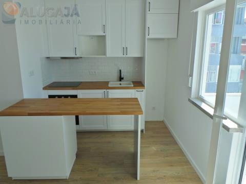 Apartamento T1 para investimento na Reboleira, situado junto à CP, Metro e comércio local