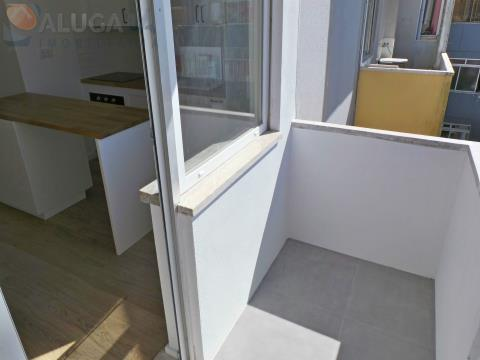 Apartamento T1 na Reboleira todo renovado, situado junto à CP, Metro e comércio local