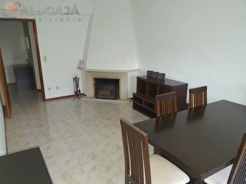 Apartamento T2 com arrecadação, situado em zona central de São Marcos, muito soalheiro