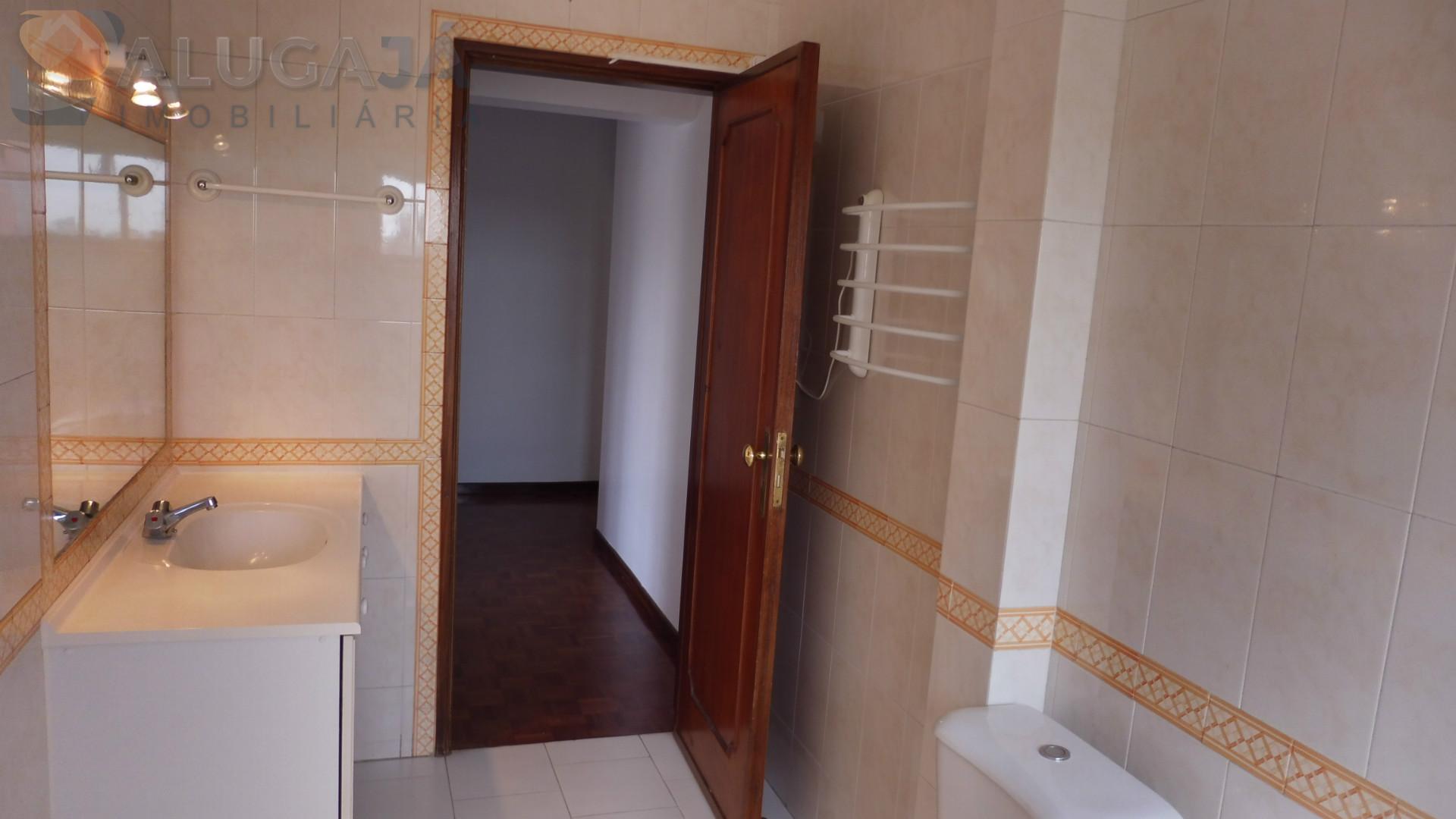 Apartamento T2 na 1ª linha da urbanização de São Marcos, todo virado a Sul e Poente