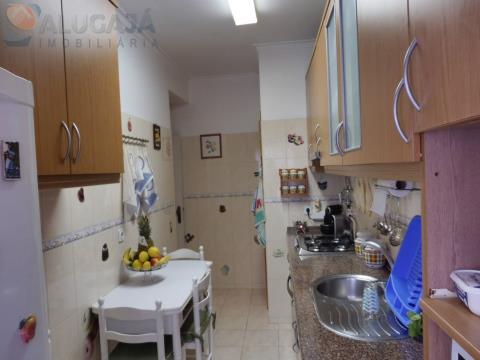 Excelente apartamento T3 na Quinta da Barroca a 200 metros da Escola António Sérgio