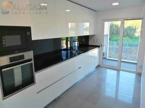 Appartement neuf de 3 chambres avec suite et garage, situé à Quinta das Marianas