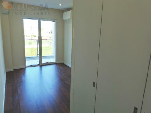 Brand new 3 bedroom apartment with suite and garage box, located in Quinta das Marianas