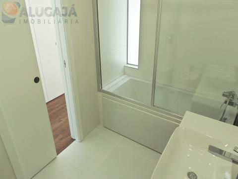 Apartamento T3 a estrear com suíte, terraço e garagem box 3 carros, situado na Quinta das Marianas