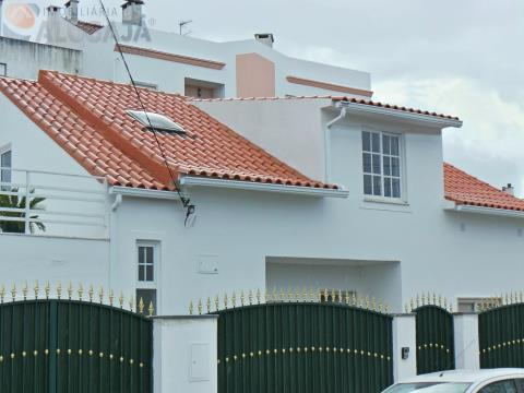 Apartamento T2 com terraço situado na localidade de Boa Água - Quinta do Conde