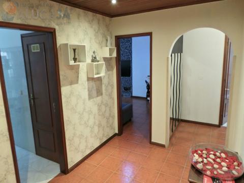 Apartamento T2 todo mobilado e equipado com 2 frentes e vistas desafogadas