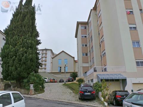 Amplo apartamento T2 com localização privilegiada em zona muito sossegada
