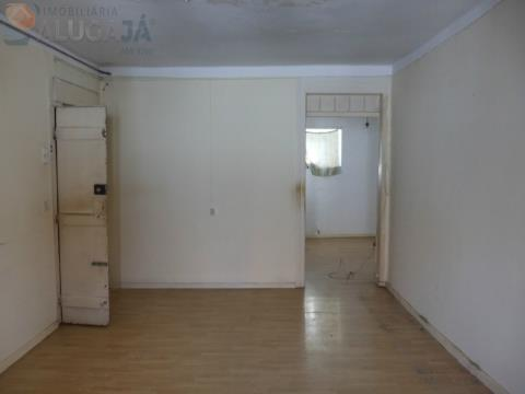 Prédio de 3 andares para investimento com excelente localização