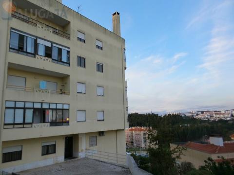 apartamento T2 com arrecadação e renovações feitas em zona privilegiada