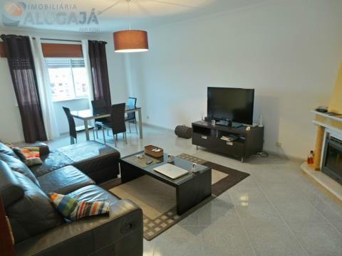 Apartamento T2 no início da Urbanização, completamente mobilado e equipado