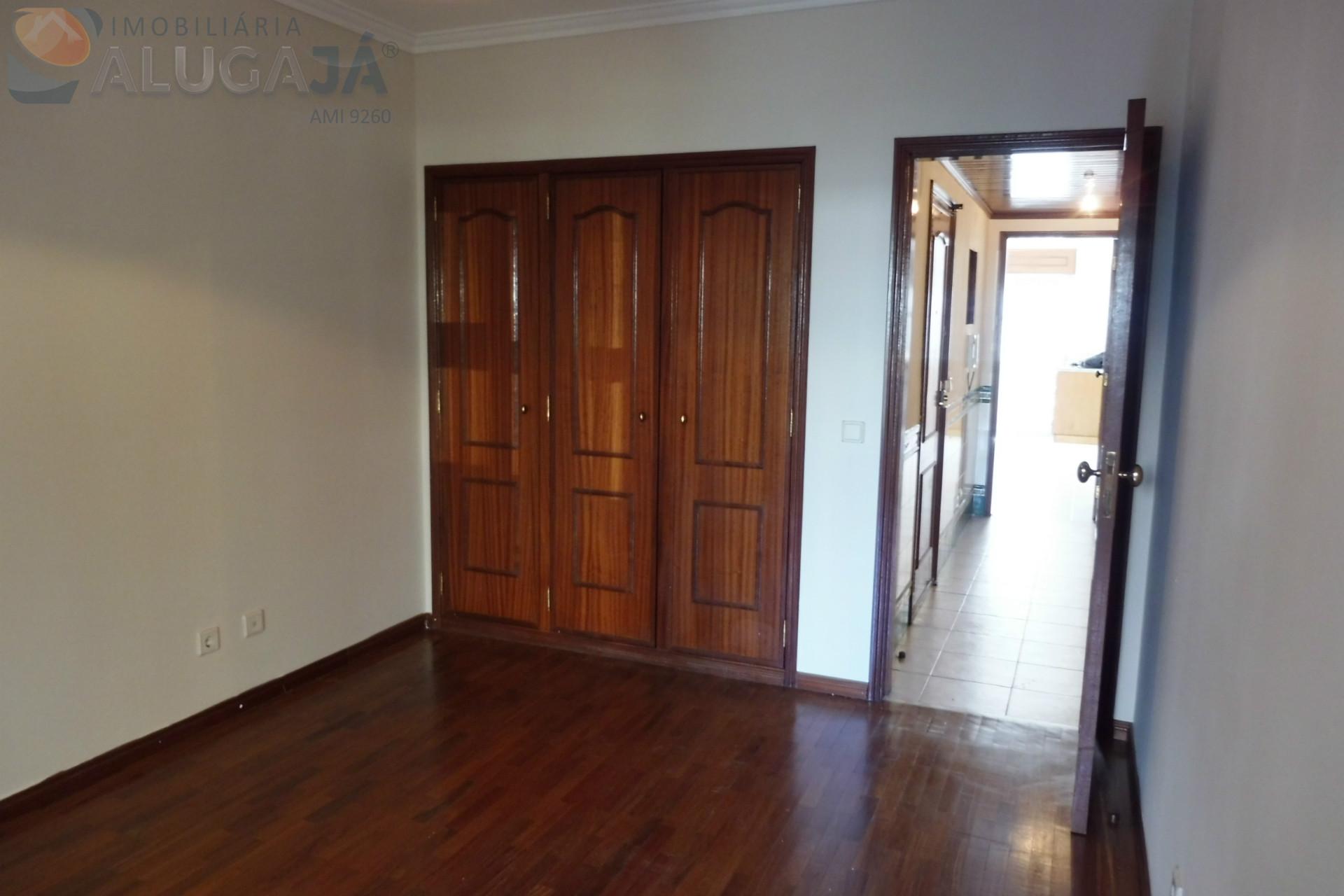 Apartamento T2 com arrecadação em zona sossegada, pronto a habitar