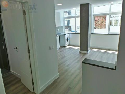 Apartamento T2 com suíte situado em zona central,completamente renovadocom materiais e acabamentos