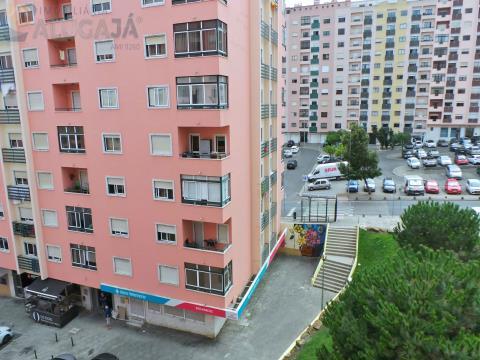 Apartamento T2 em zona central de São Marcos, próximo do Centro Comercial/Pingo Doce