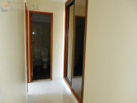 Simpático apartamento T1 situado em zona central da urbanização