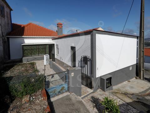Moradia T2 com anexo Transformado em T1, em Almargem do Bispo, Sintra