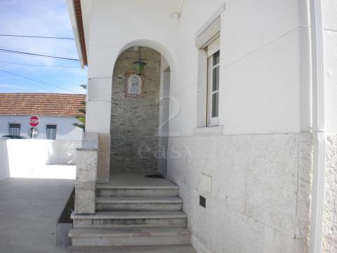 Moradia para arrendar no centro de Pêro Pinheiro