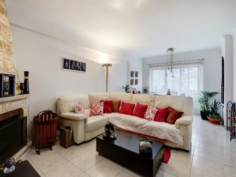 Apartamento T2 em Casais de Mem-Martins