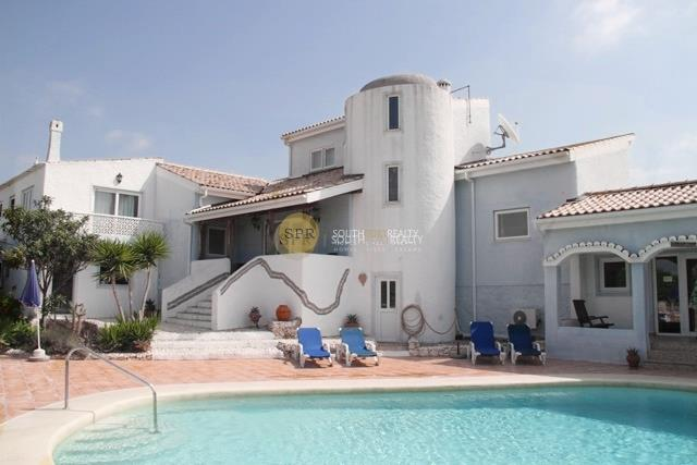 5+1 BEDROOM VILLA CARVOEIRO