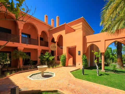 Apartamento T2 Duplex, de luxo, inserido num resort de Golf