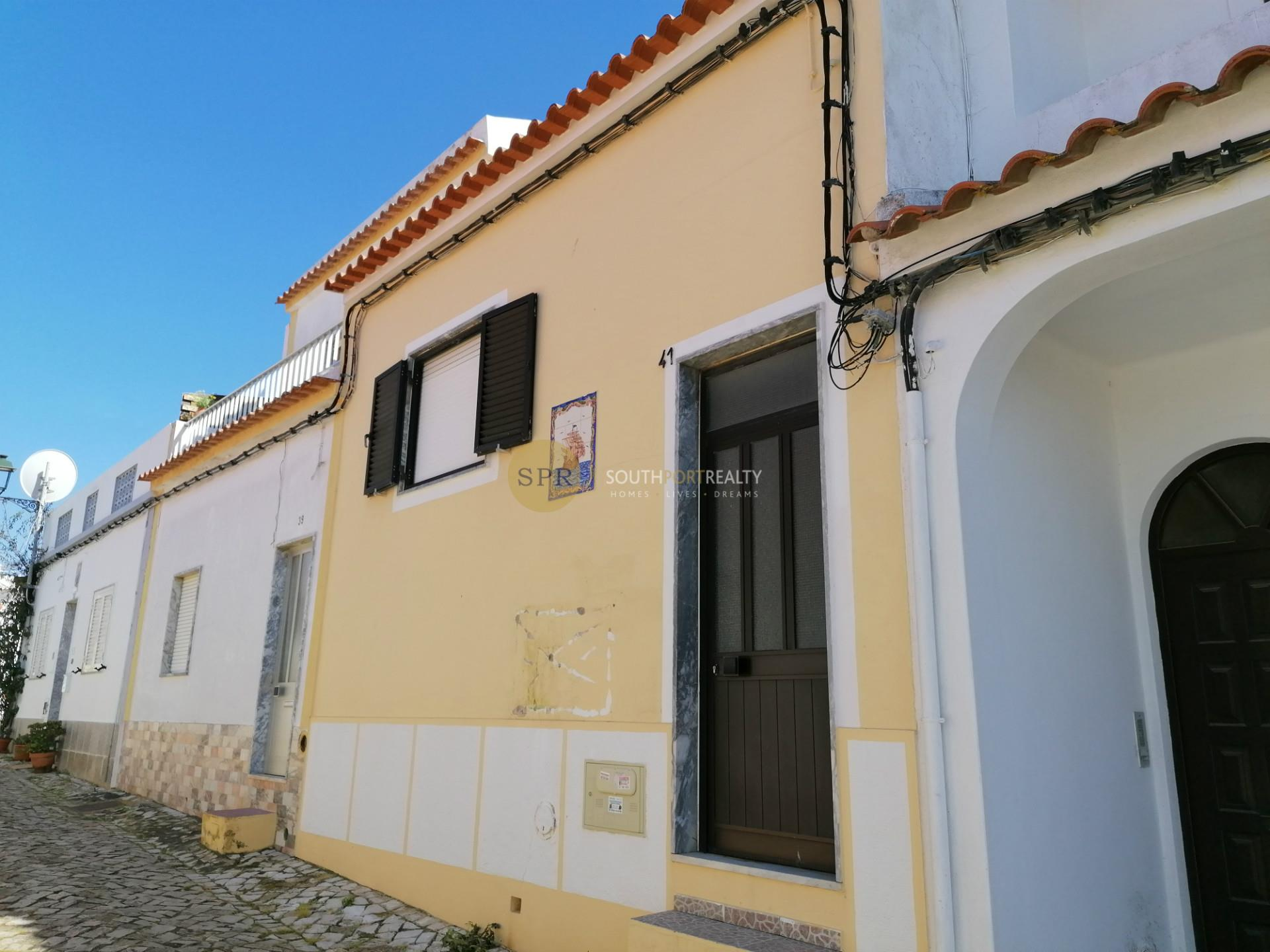 Traditional T2 townhouse in the center of Ferragudo
