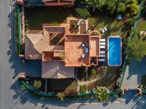Fantastisches Haus in einem geschlossenen Wohnviertel mitten im Golf