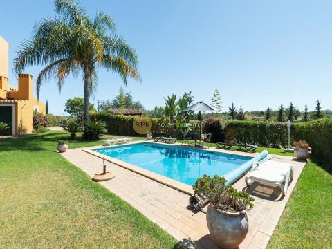 Excellent T4+1 Luxury Villa next to Golf Vale da Pinta