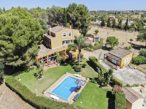 Excellente villa de luxe T4+1 à côté du golf Vale da Pinta
