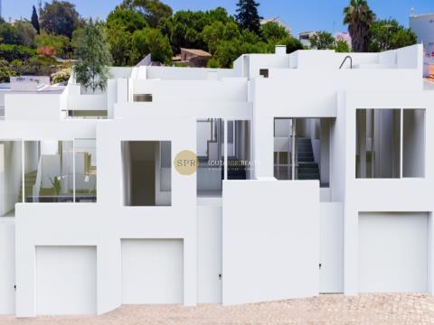 Moderne Villa mit Flussblick