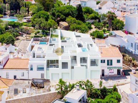Zeitgenössische Villa in Ferragudo mit Dachterrassenpool