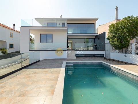 Moderne Luxusvilla in Ferragudo, nur wenige Gehminuten vom Strand entfernt.