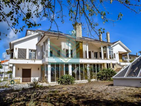 T10 villa with pool Leiria