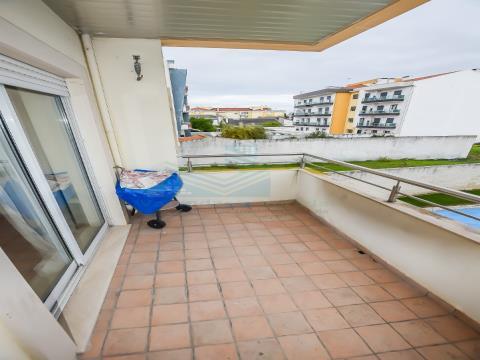 Apartamento de 3 dormitorios en urbanización cerrada Entroncamento