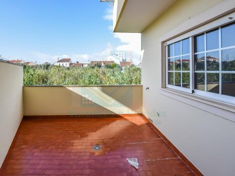 Apartamento T3 com garagem e terraço no Entroncamento