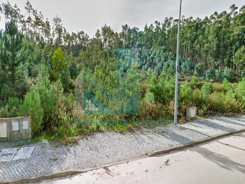 Plot of land with an area of 401 m2 for housing in Ourém