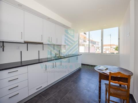 Renovated 3 bedroom apartment with garage Entroncamento
