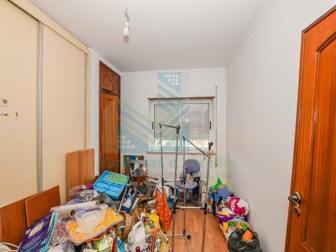 2 间卧室的公寓 + 2 间带车库的复式公寓和 2 个位于托雷斯诺瓦斯(Torres Novas)的露台