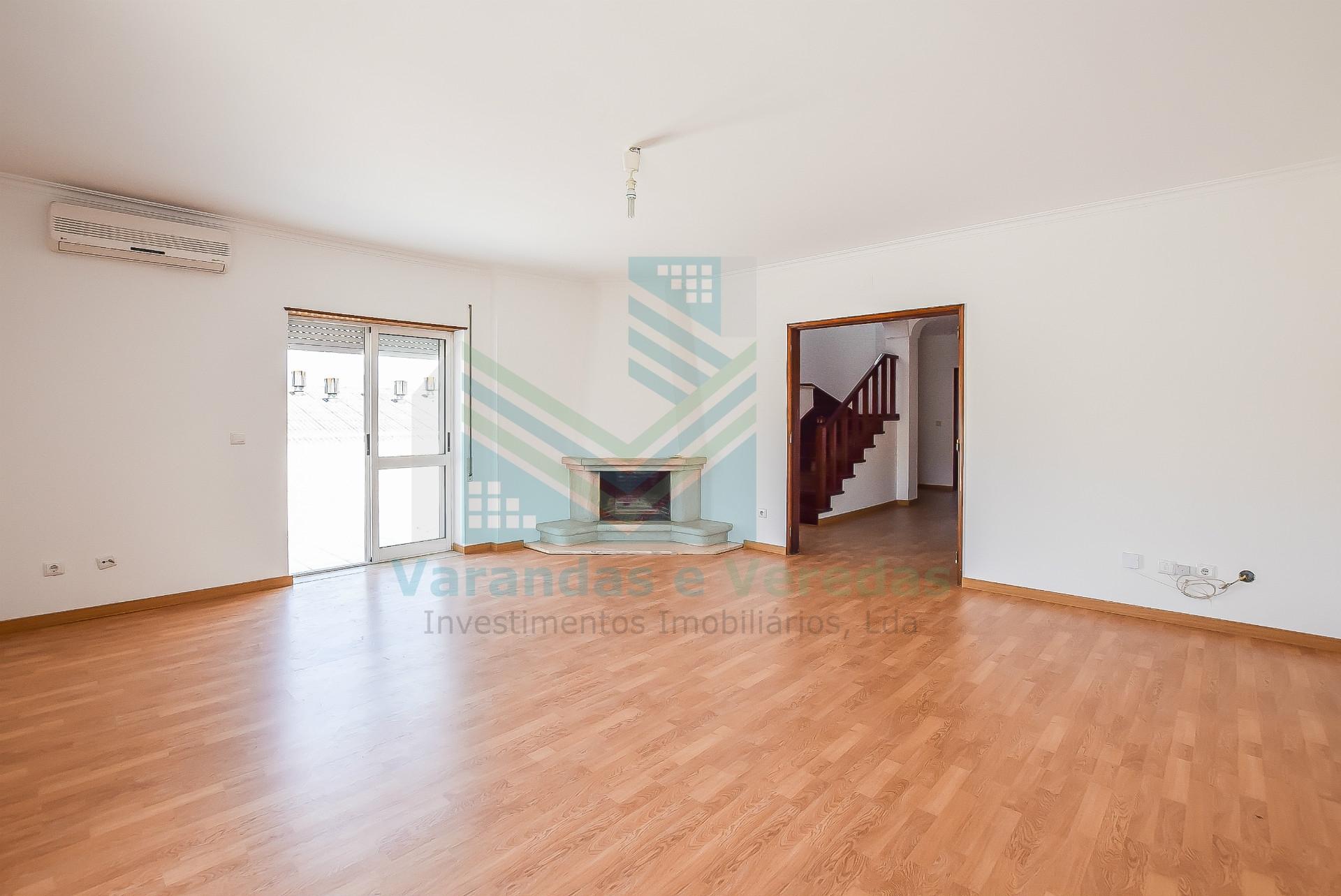 Apartamento T2 + 2 Duplex com garagem e 2 terraços em Torres Novas