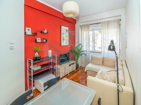 2 bedroom apartment with elevator in Benfica