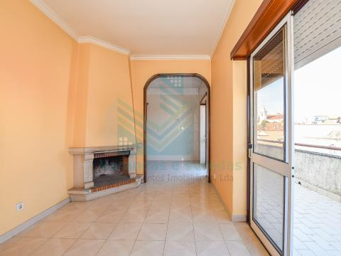 2 bedroom apartment with fireplace and storage in Torres Novas