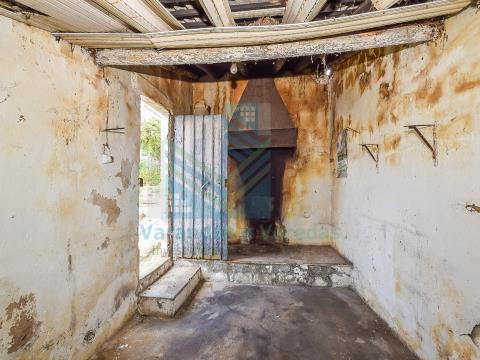 Moradia T2 com logradouro em Barroca, Torres Novas