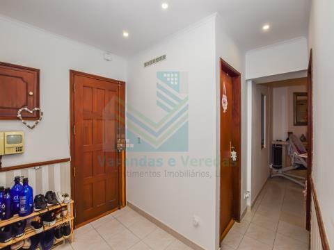 Apartamento T1+1 com terraço e arrecadação, em Idanha - Belas  - Sintra