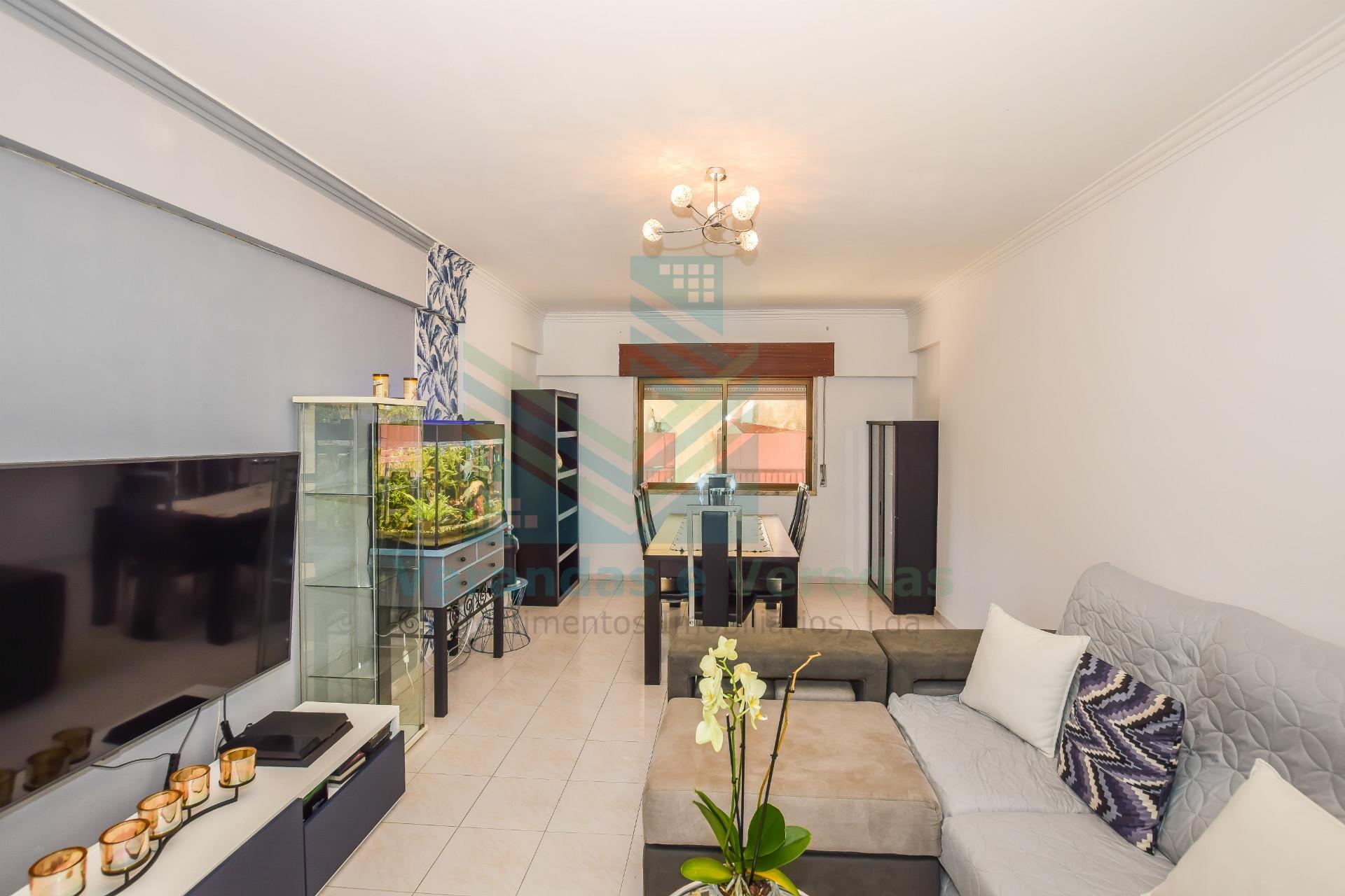 Apartamento 1+1 con terraza y trastero, en Idanha - Belas - Sintra