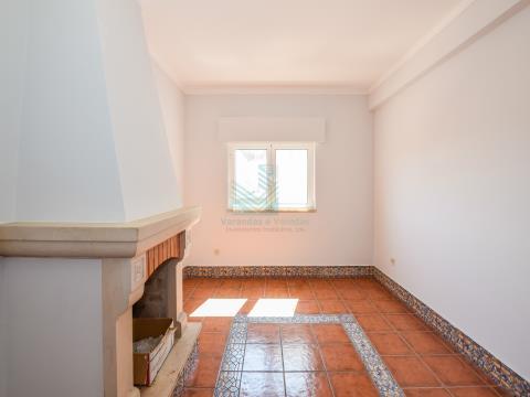 3 间卧室的公寓,带阳台和车库