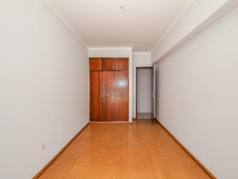 Apartamento T3 com varanda e Garagem no Entroncamento
