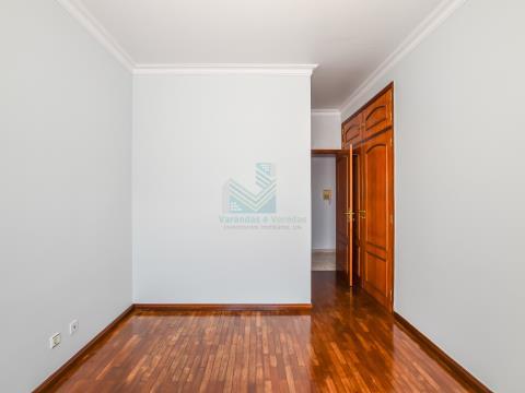 Apartamento T3 com Terraço, Varandas e 2 Garagens - Entroncamento