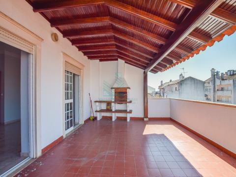 3 间卧室公寓,带露台、阳台和 2 个车库 - 交汇点