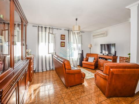 Appartement de 3 chambres près des écoles - Torres Novas