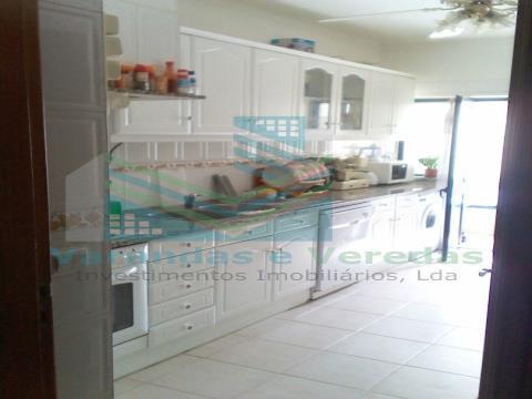 Apartamento T4 com renda mobilado em Santarém