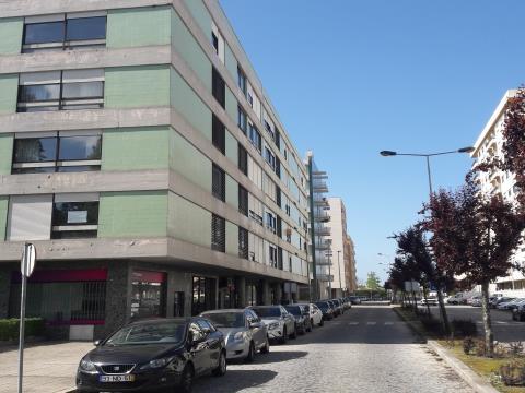 Garagem FECHADA ao Hospital S. João