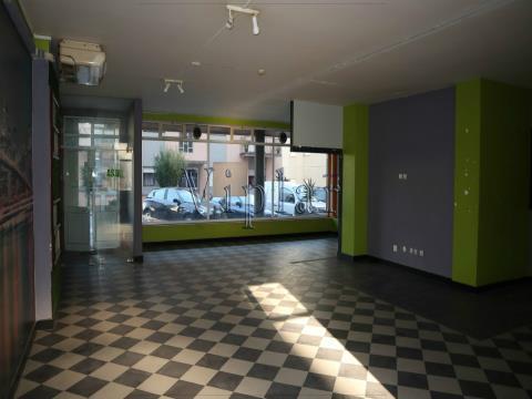 Loja com 132 m² - Porto - Valongo - Ermesinde